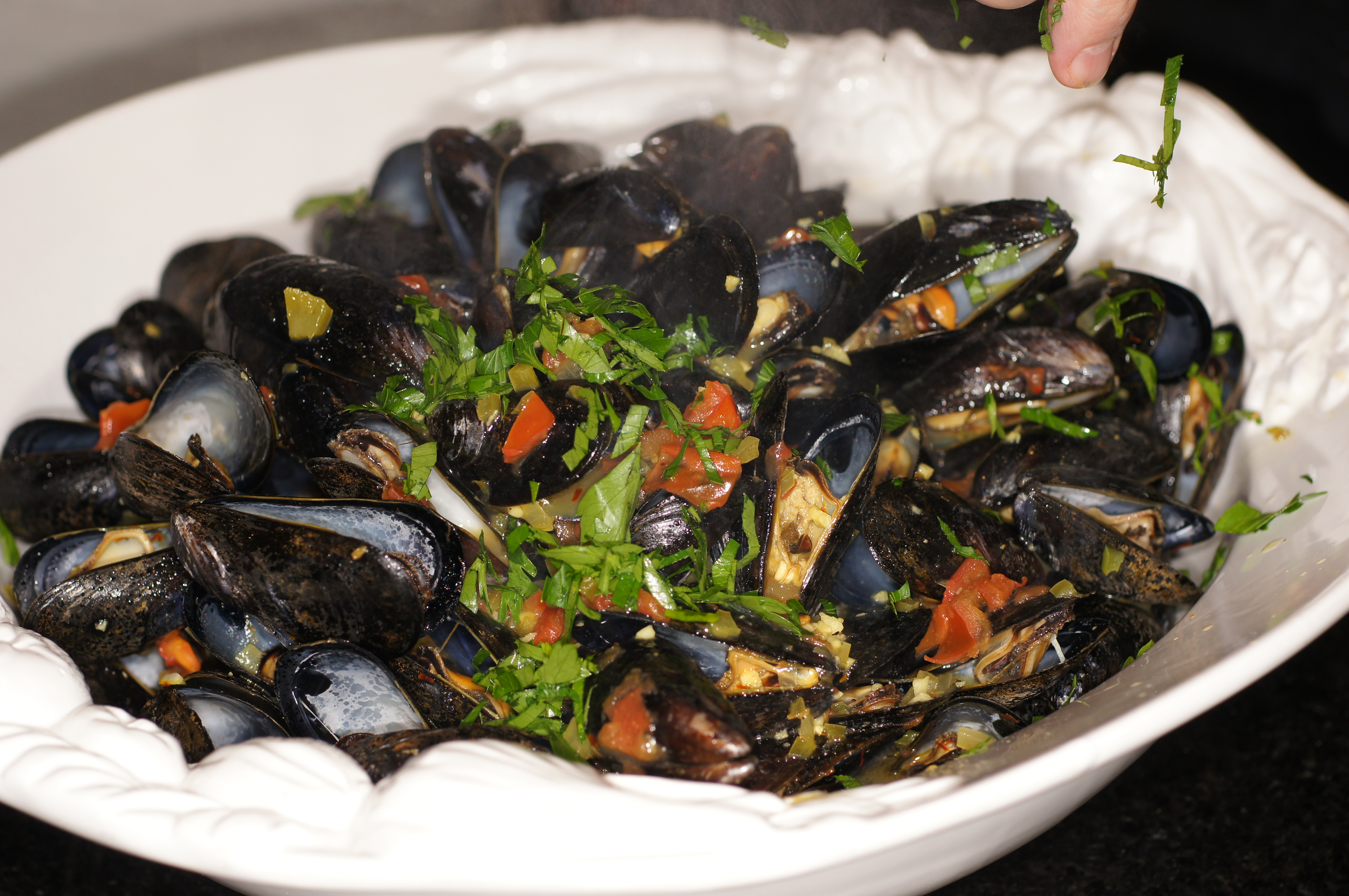 Classic Mussels with Tomatoes, Saffron & White Wine | REMCooks